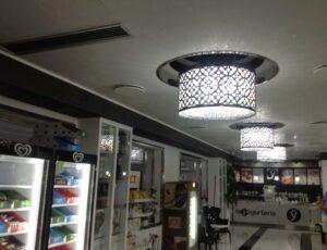 Serie di lampadari in lamiera forata e strass spectra swaorvski