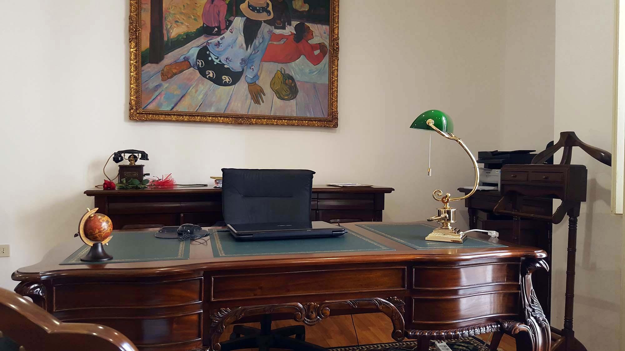 Roma lampada ottone con paralume pergamena stampata annunci